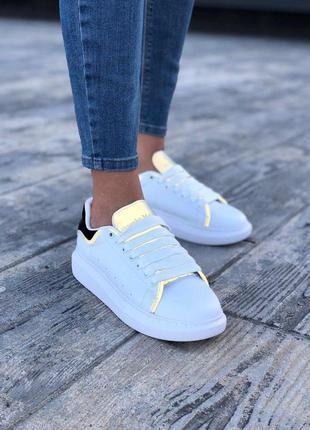 Рефлективные кроссовки alexnader mcqueen в белом цвете (весна-...