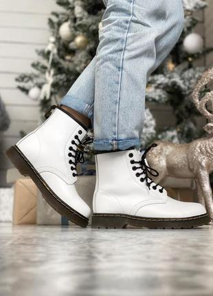 Стильные зимние ботинки dr.martens в белом цвете (осень-зима-в...