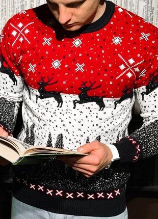 Теплый шерстяной мужской свитер с оленями в красном цвете /осе...