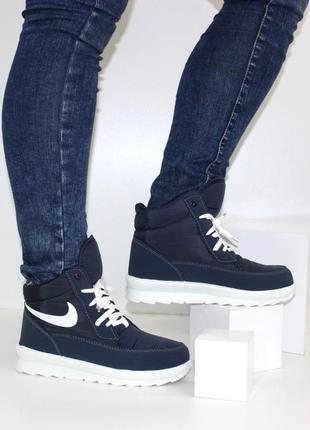 Зимние женские синие короткие ботинки дутики на шнуровке