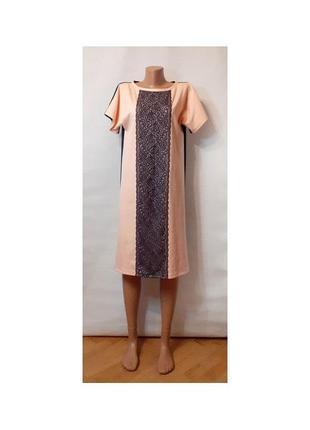 Трикотажное двухцветное платье трапеция с кружевом