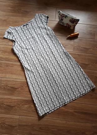 Короткое платье прямого кроя с коротким рукавом _ плаття пряме...