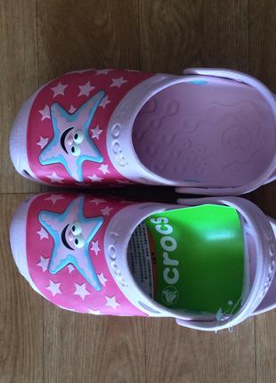новые crocs для девочки