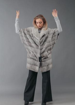 Нереально крутая модель норковой шубы кимоно