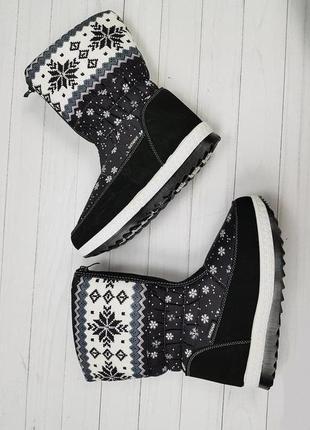 Женские зимние черные сапоги дутики со снежинками с орнаментом...