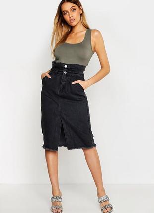 Джинсовая юбка миди с разрезом впереди с необработанными краями