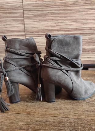 Ботинки женские,на каблуке