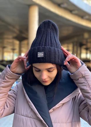 Тёплая шапка крупной вязки с отворотом