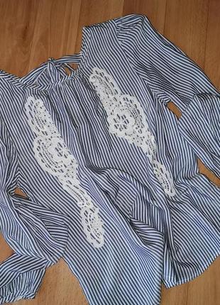 Нарядная блуза с длинным рукавом в полосочку.