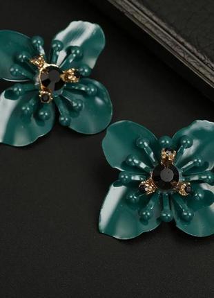 Серьги гвоздики крупный зеленый цветок