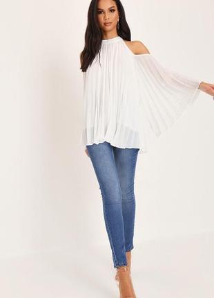 Плиссированная блуза-топ с открытыми плечами и широким рукавом