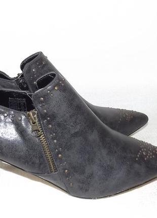 Туфли закрытые маленький каблук studio london 40, 42 размер