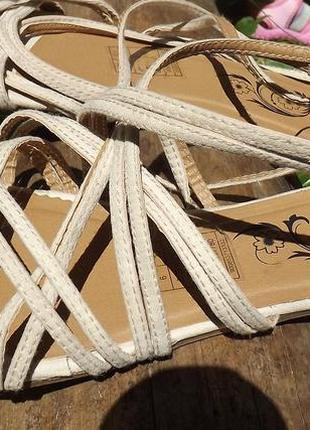 Сандалии, босоножки закрытая пятка низкий ход 39 размер