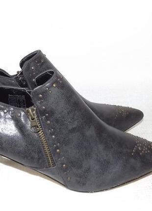 Полуботинки закрытые туфли каблук studio london 42 размер