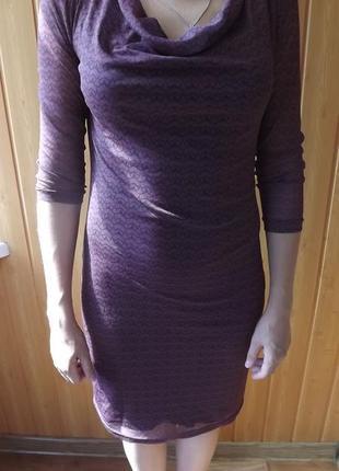 Платье ниже колена силуэтное