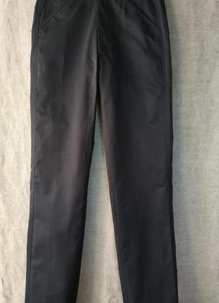 Классические черные брюки.