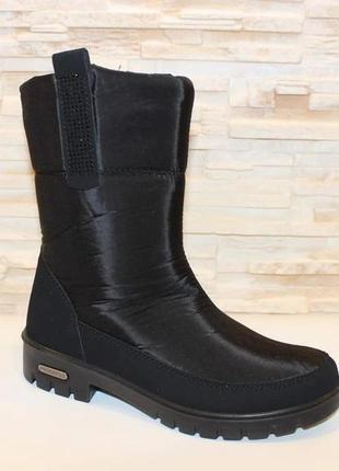 Женские зимние черные сапоги дутики со стразами низкий каблук