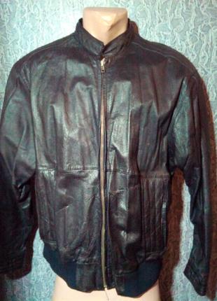 Кожаная куртка бомбер.