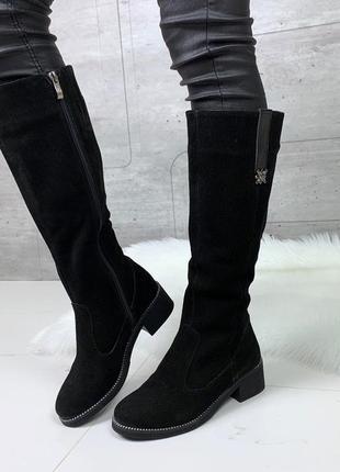 Зимние сапоги из натуральной замши на низком каблуке