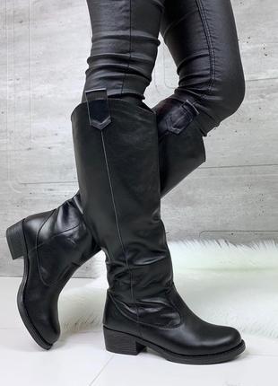 Зимние сапоги из натуральной кожи на низком каблуке