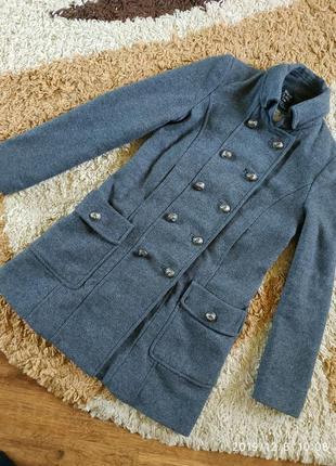Фирменное демисезонное крутое пальто zara