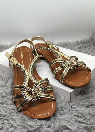 Очень красивые босоножки, сандалии