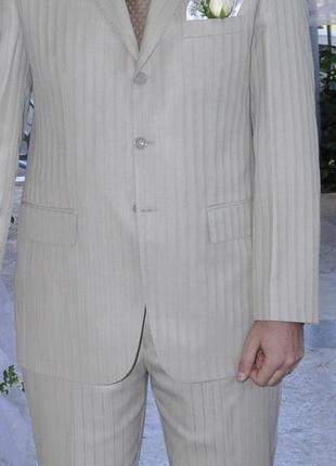 Стильный мужской костюм бежевого цвета pierre louis - франция