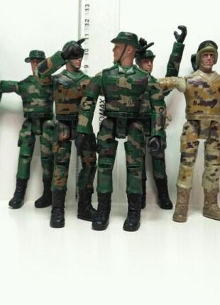 Солдатики m&c toy centre ltd