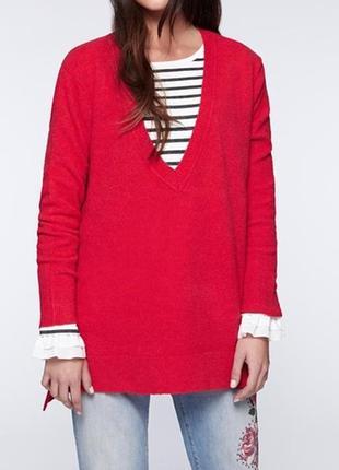Базовый свитер оверсайз сочного красного цвета с глубоким v вы...