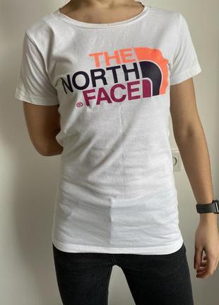 Белая футболка женская, the north face, яркая