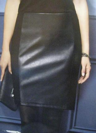Классическая чёрная юбка карандаш с кожаной вставкой esmara