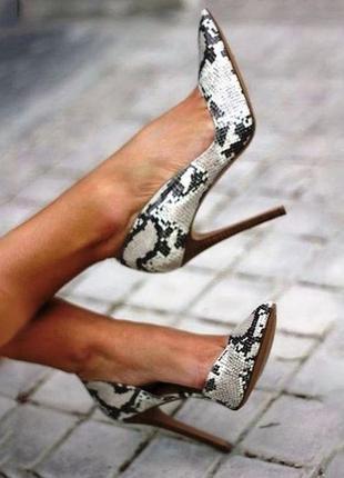 Кожанные туфли-лодочки под рептилтю,каблук,испания, zara,