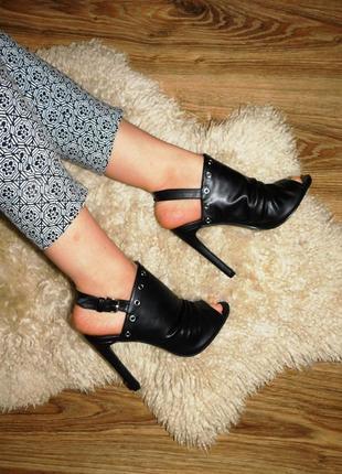 Туфли мюли босоножки на каблуке с открытыми пальчиками и ремеш...
