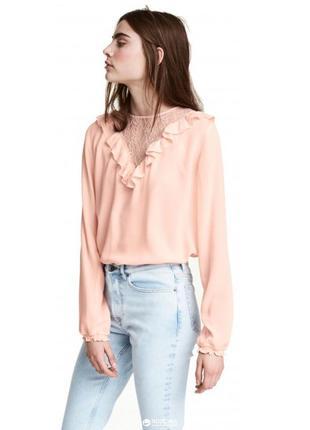 Нежная персиковая блуза/блузка с ажурной вставкой и оборкой от...
