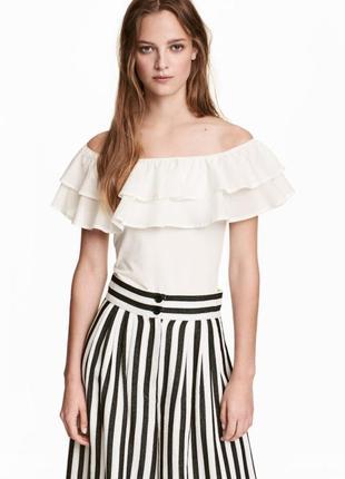 Хлопковая блуза блузка топ с открытыми плечами и рюшей оборкой...