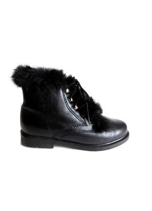 Кожаные ботинки на низком ходу с отделкой из натурального меха...