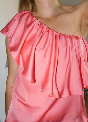 Шелковая майка блуза топ на одно плечо с оборкой