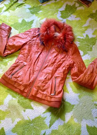 Женская куртка под кожу, утеплённая