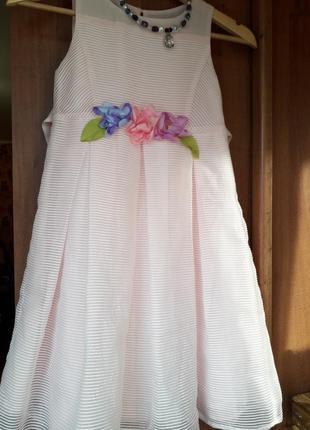 Детское платье на девочку нежно розового цвета 7-8 лет