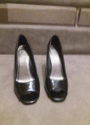 Черные туфли на серебристом каблуке 38р new look