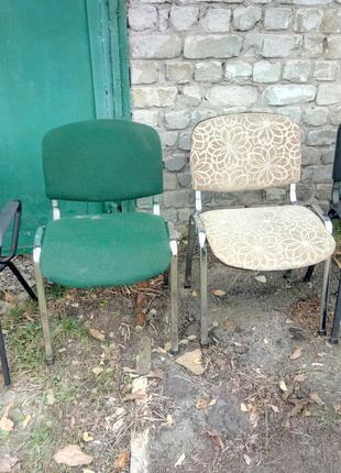 Офисные стулья и столы