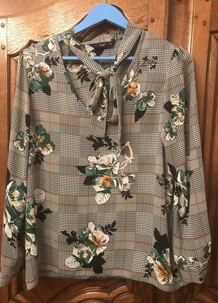 Блузка в квадратики,гусиную лапку,цветы.