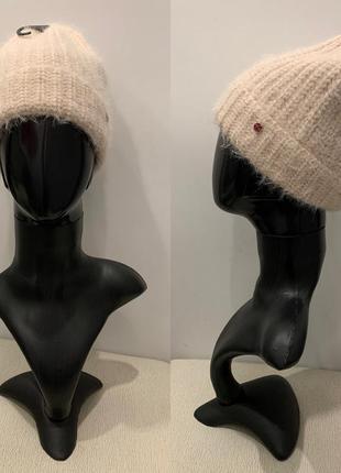 Тёплая пудровая шапка mohito