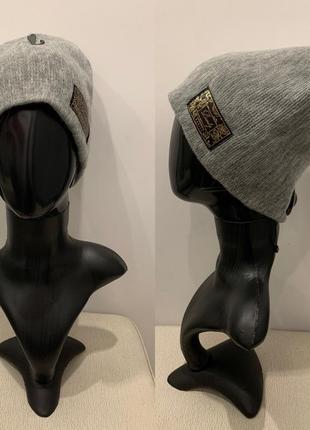 Тёплая шапка с лейбой mohito