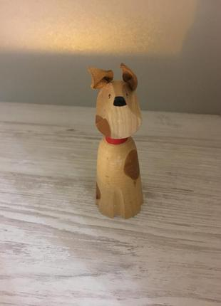 Статуэтка из дерева собака