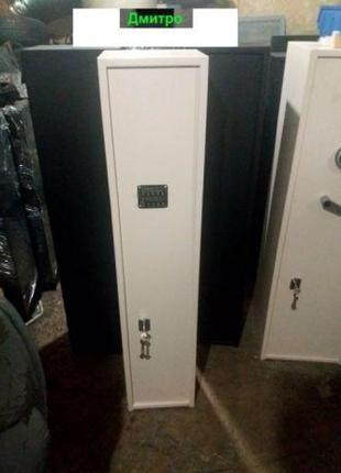 Сейф розрахований на 2 ружа, механічним кодовим + ключевим замкам