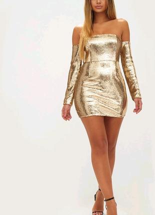 Золота сукня на довгий рукав в паєтках.