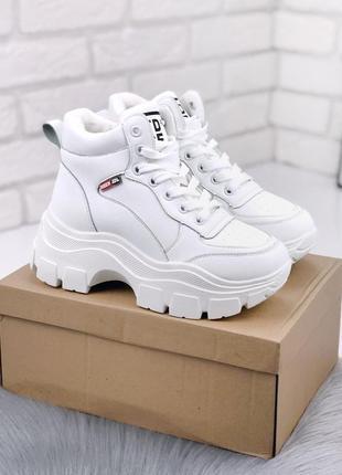 Стильные белые зимние кроссовки