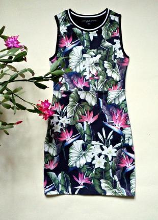 Красивое платье на миниатюрную девушку - плотная эластичная ткань