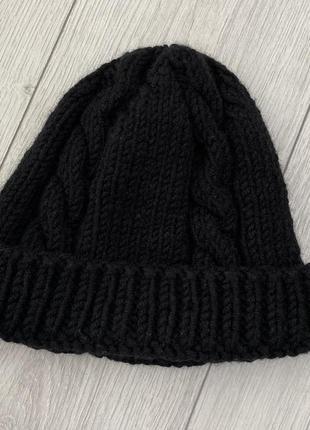 Женская черная теплая шапка
